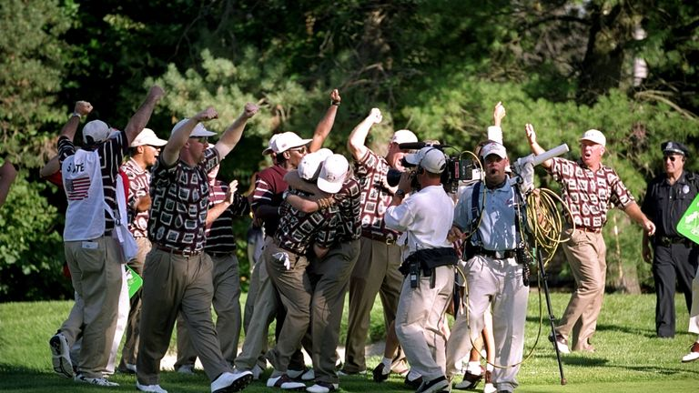 A large group of people ran onto the green before Olazabal's putt