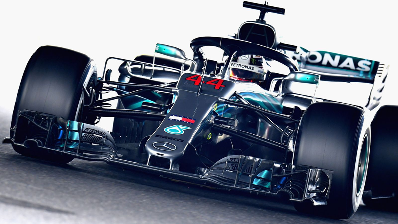 Japanese GP, Practice One: Lewis Hamilton and Mercedes ahead