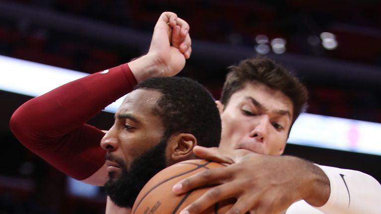 Andre Drummond holds off a Cavaliers defender