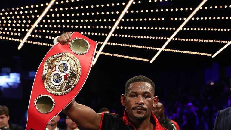 Alvarez, Jacobs ink unification bout for May