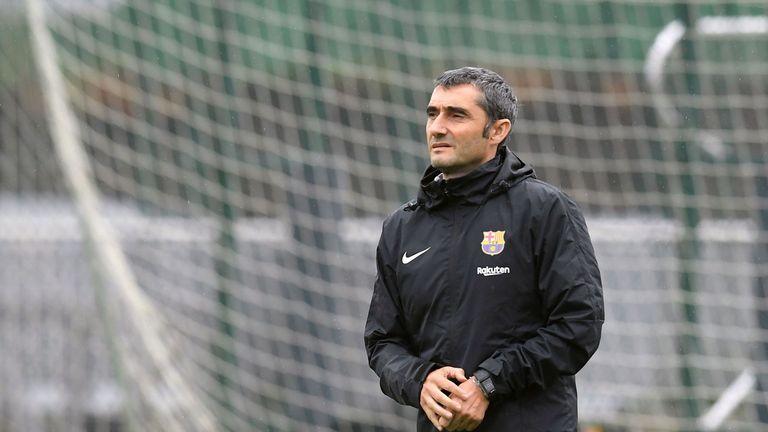 Ernesto Valverde at Barcelona training