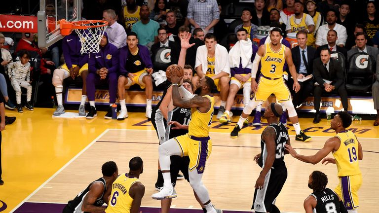 0175563e0 LeBron James misses game-winning shot as Los Angeles Lakers suffer overtime  loss to San Antonio Spurs