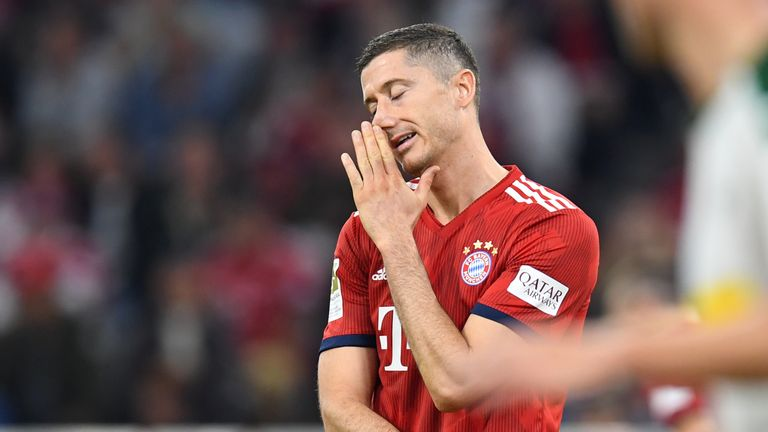 Robert Lewandowski shows his frustration