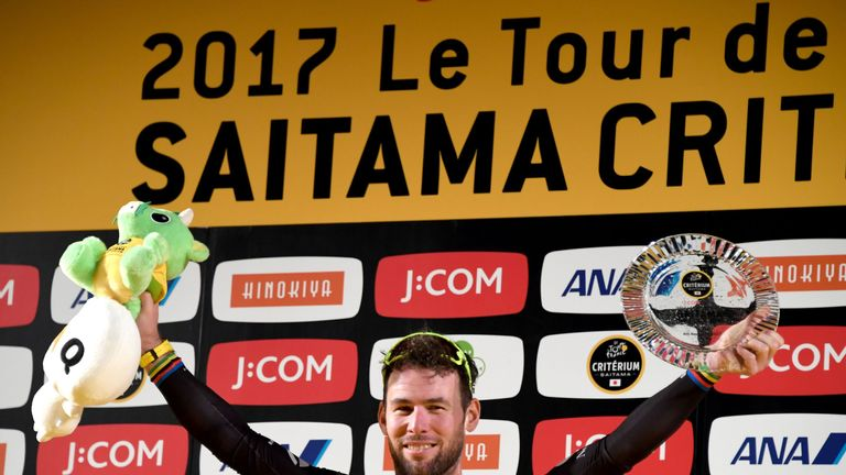 Mark Cavendish has extended his contract with Team Dimension Data