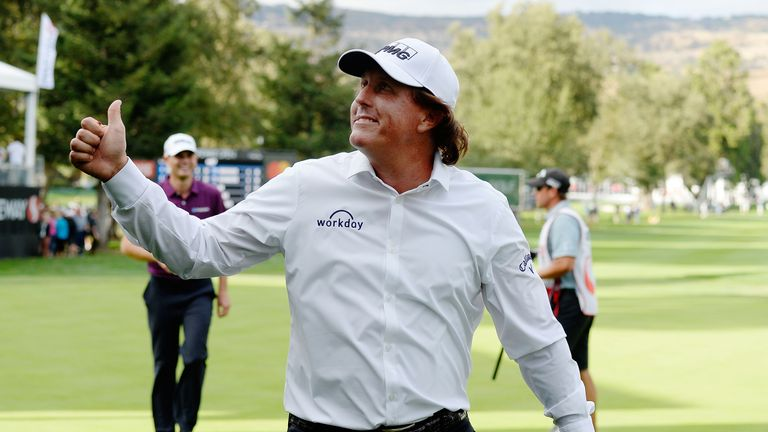 Brandt Snedeker leads at Silverado; Phil Mickelson 3 strokes back