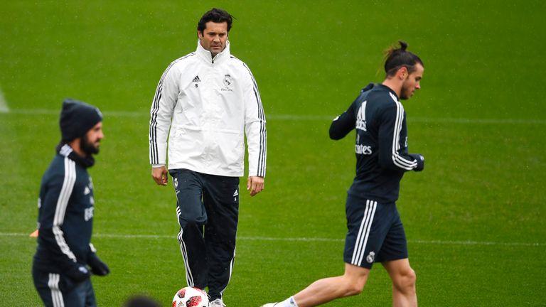 Santiago Solari with Isco (L) and Gareth Bale (R)