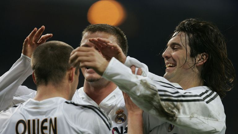 MADRID, SPAIN - JANUARY 16: Real Madrid.s David Beckham (L) and Santiago Solari congratulate Michael Owen after he scored a goal against Zaragoza during the Primera Liga soccer match between Real Madrid and Zaragoza at the Bernabeu on January 16, 2005 in Madrid, Spain. (Photo by Denis Doyle/Getty Images) *** Local Caption *** David Beckham;Santiago Solari;Michael Owen