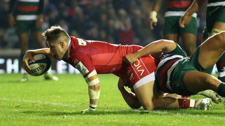 Steff Evans kept Scarlets in the hunt when he went over for their second score