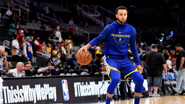 Stephen Curry of the Golden State Warriors warms up prior to the game against the Los Angeles Lakers