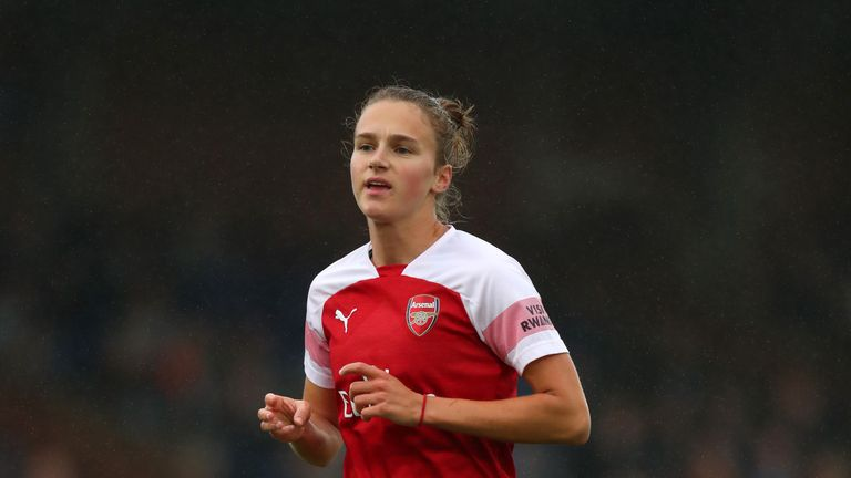 Vivianne Miedema scored a hat-trick as high-scoring Arsenal maintained their 100 per cent start to the season