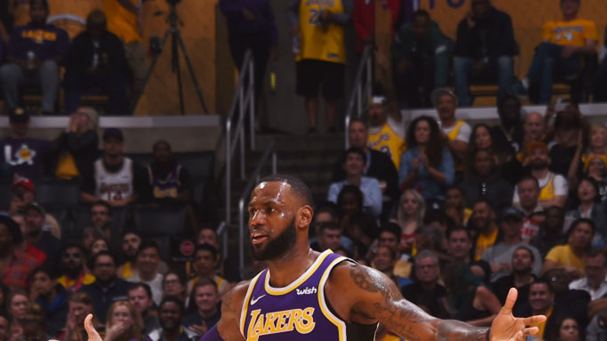 Nba Round Up Lebron James Leads Los Angeles Lakers To