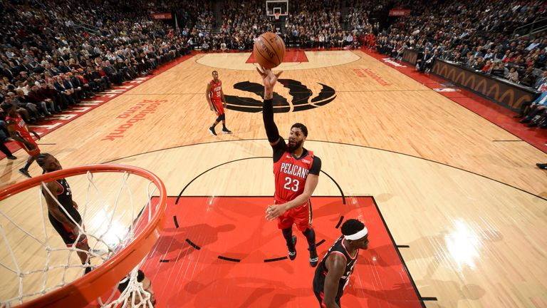 Anthony Davis lofts a floater against the Toronto Raptors