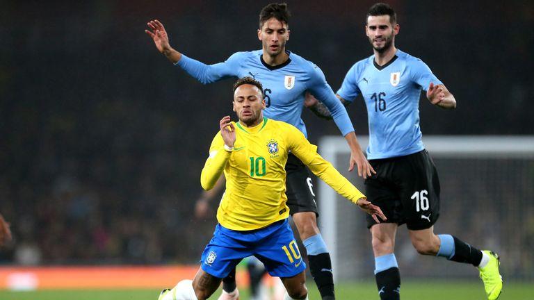 Neymar takes a tumble at the Emirates