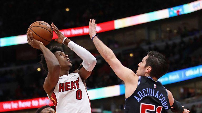 Josh Richardson shoots over the Chicago defense