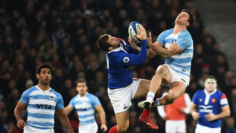 Argentina's winger Bautista Delguy (R) jumps for the ball with France's fly-half Camille Lopez