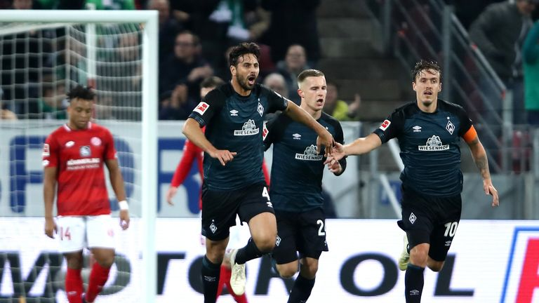 Claudio Pizarro celebrates his goal