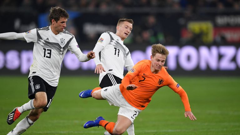 De Jong sat in front of the Netherlands' defence all evening