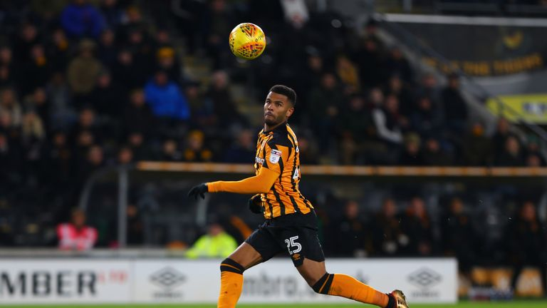 Fraizer Campbell is set to hold talks with Nigel Adkins over extending his stay at the KCOM Stadium