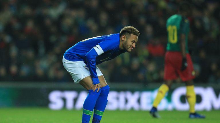 Brazil's Neymar leaves the field injured against Cameroon at Stadium:MK