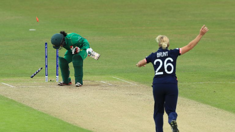 England swept aside Pakistan in their World Cup group match