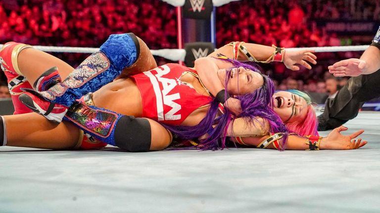 Asuka and Sasha Banks battle it out at Survivor Series