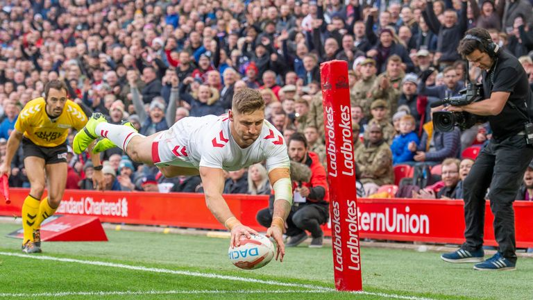 England's Tommy Makinson dives over to score