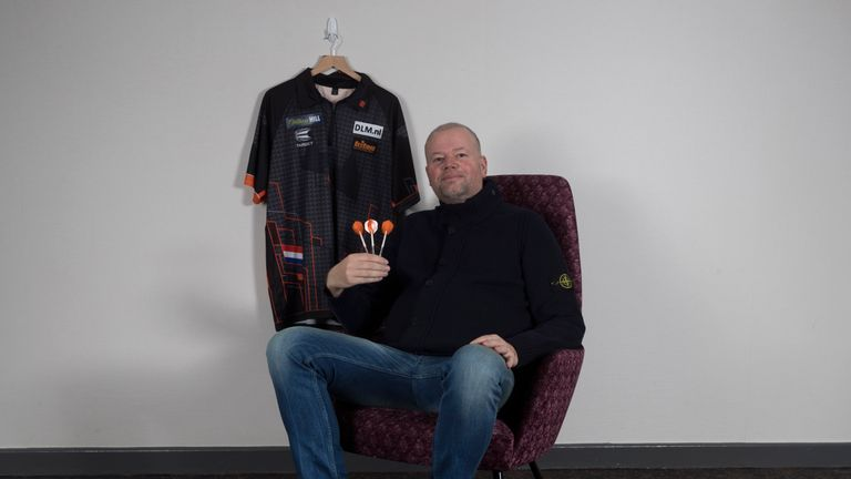 Raymond van Barneveld won the 2007 PDC World Championship on his debut (Pic credit: Lawrence Lustig)