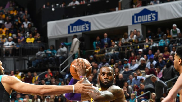 b44246fd041c LeBron James and Giannis Antetokounmpo expand All-Star voting leads after  second fan returns