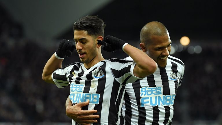 Ayoze Perez (L) celebrates after scoring his team's first goal with Salomon Rondon (R)