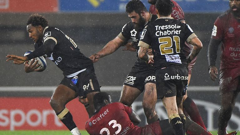 Benjamin Fall is tackled by Toulon's Stéphane Onambele