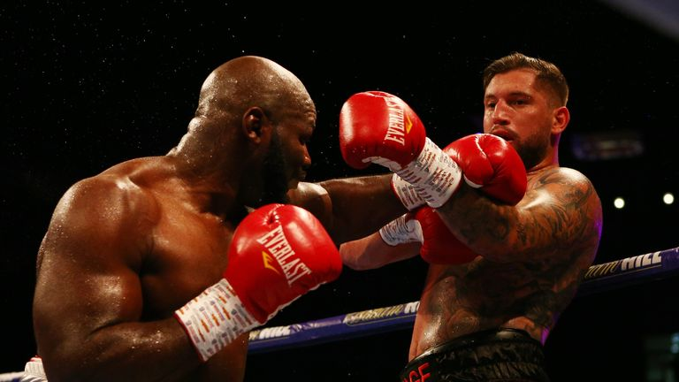Takam struggled to pin down Gashi in the early rounds