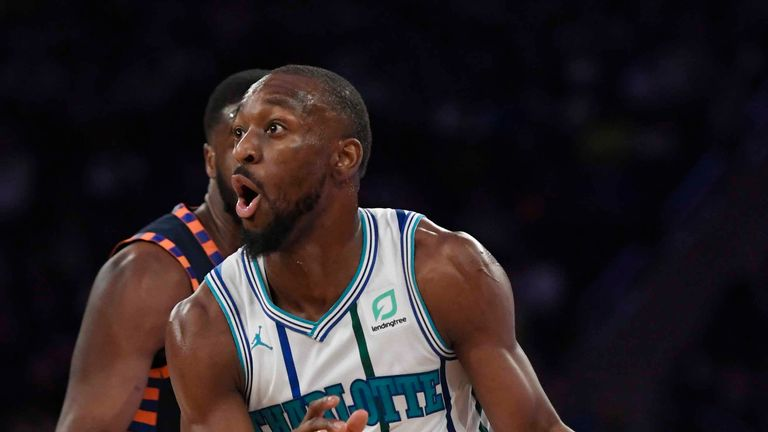 Kemba Walker #15 of the Charlotte Hornets dribbles down the court during the second quarter of the game against the New York Knicks at Madison Square Garden on December 09, 2018 in New York City.