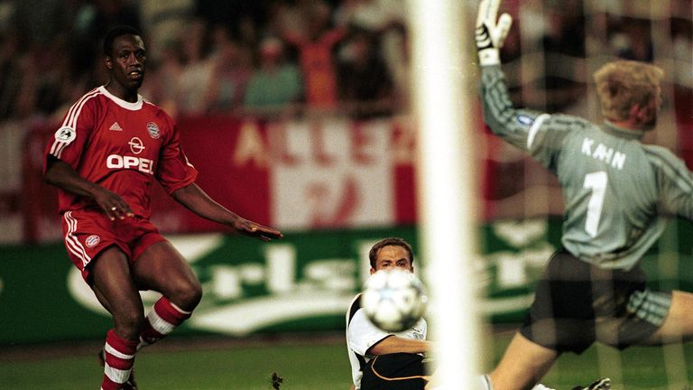 Michael Owen was on target for Liverpool against Bayern Munich in the European Super Cup in 2001