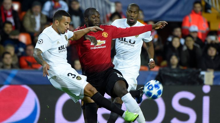Valencia's Portuguese defender Ruben Vezo (L) challenges Manchester United's Belgian striker Romelu Lukaku (C) next to Valencia's French midfielder Geoffrey Kondogbia (back R) during the UEFA Champions League group H football match between Valencia CF and Manchester United at the Mestalla stadium in Valencia on December 12, 2018