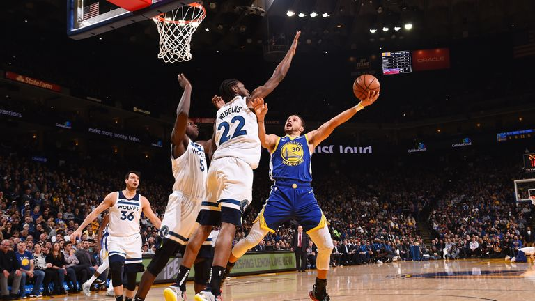 Stephen Curry shoots over Andrew Wiggins