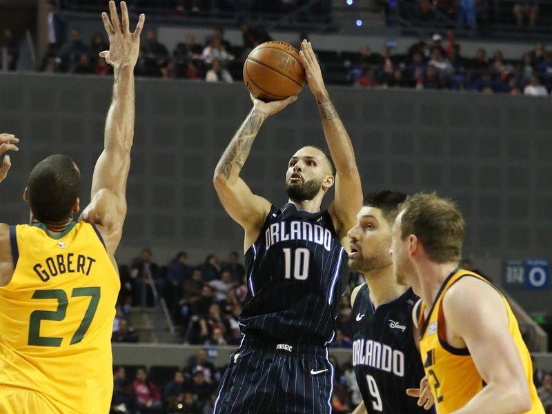 b2e1e6c04aae LeBron James posts triple-double as Los Angeles Lakers hammer Charlotte  Hornets