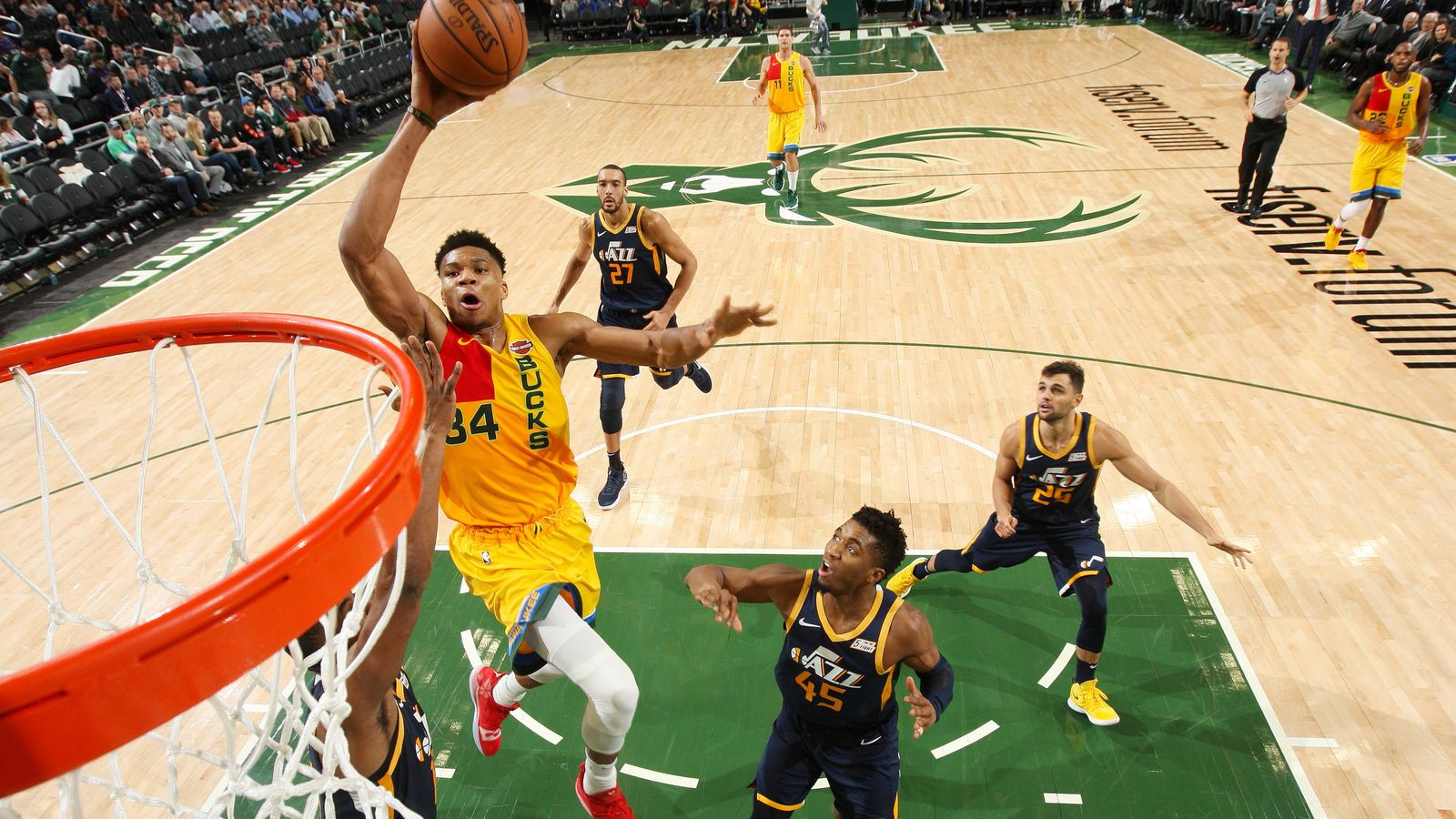 huge discount ce28b 0316a Giannis Antetokounmpo records 30-point double-double as ...