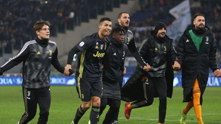 Cristiano Ronaldo with his teammates after Juventus' win