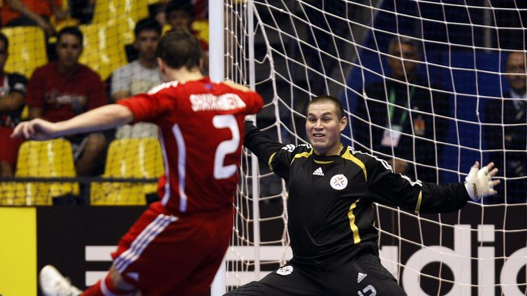 Paraguay's goalkeeper Carlos Espinola (R) tries to prevent Rusia's Vladislav Shayakhmetov from scoring during a quarter-final match of the FIFA Futsal World Cup Brazil 2008, on October 12, 2008 in Brasilia.