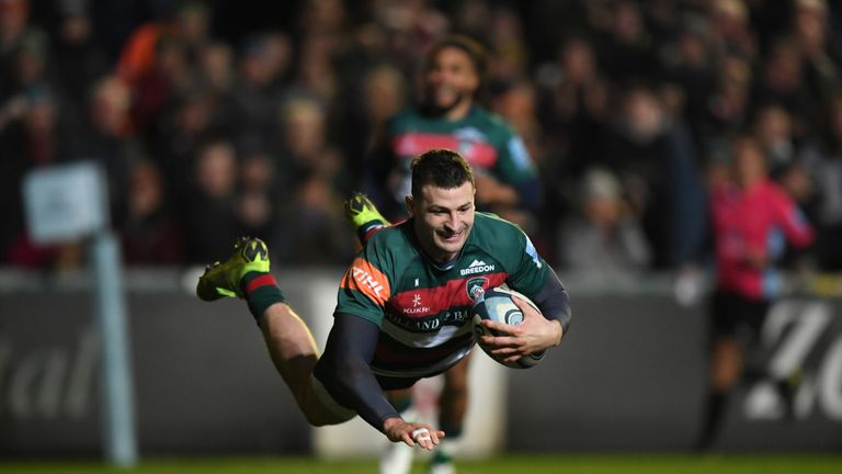 Jonny May goes over for Leicester Tigers at Welford Road