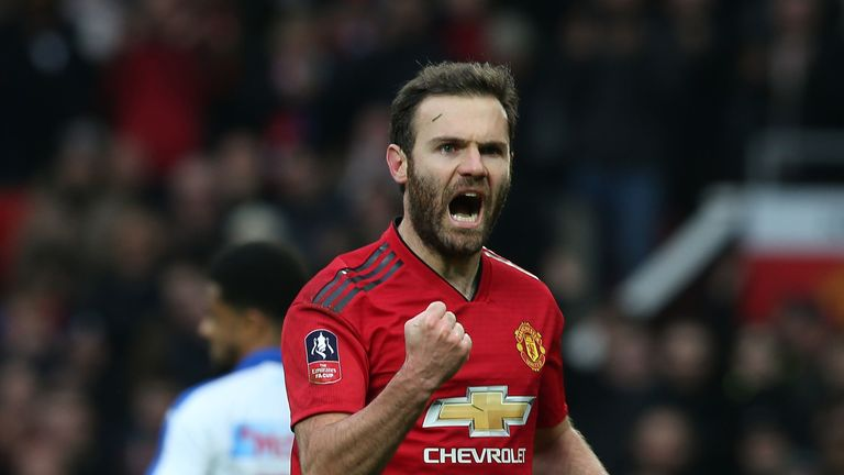 Juan Mata scored from the spot as Manchester United beat Reading 2-0 in the third round
