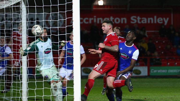 Kee heads home from close range to seal an upset at Crown Ground