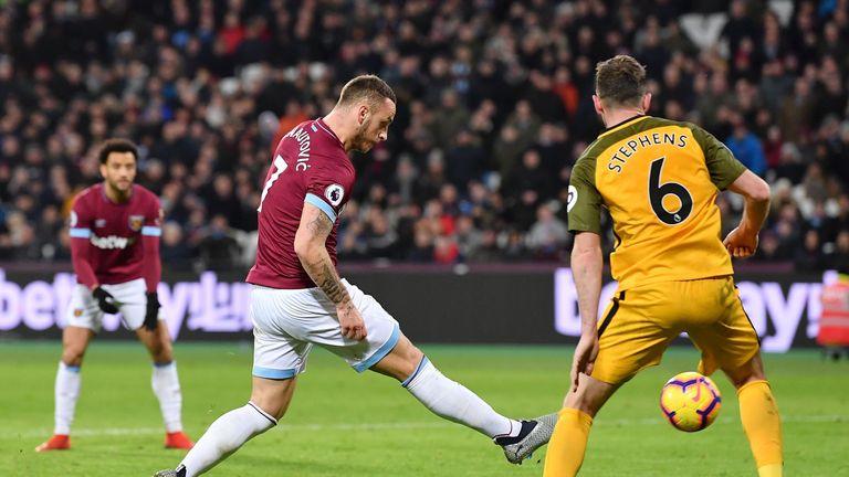 Marko Arnautovic scores West Ham's second goal