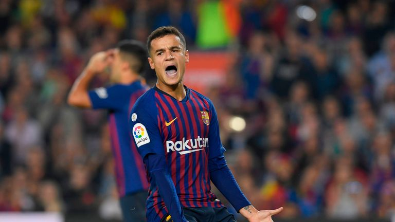 Philippe Coutinho reacts during the La Liga match between Barcelona and Sevilla at the Nou Camp on October 20, 2018