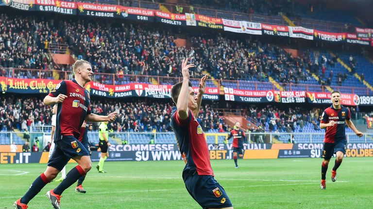 GENOA, ITALY - DECEMBER 22: Krzysztof Piatek of Genoa (center) celebrates after scoring a goal during the Serie A match between Genoa CFC and Atalanta BC at Stadio Luigi Ferraris on December 22, 2018 in Genoa, Italy. (Photo by Paolo Rattini/Getty Images)