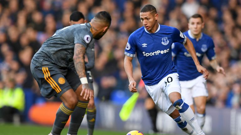 Richarlison runs at the Leicester City defence