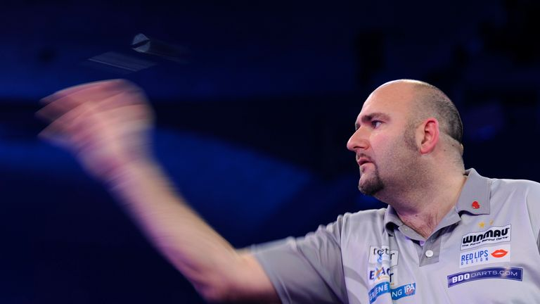 Scott Waites held a 3-2 lead as the early stages