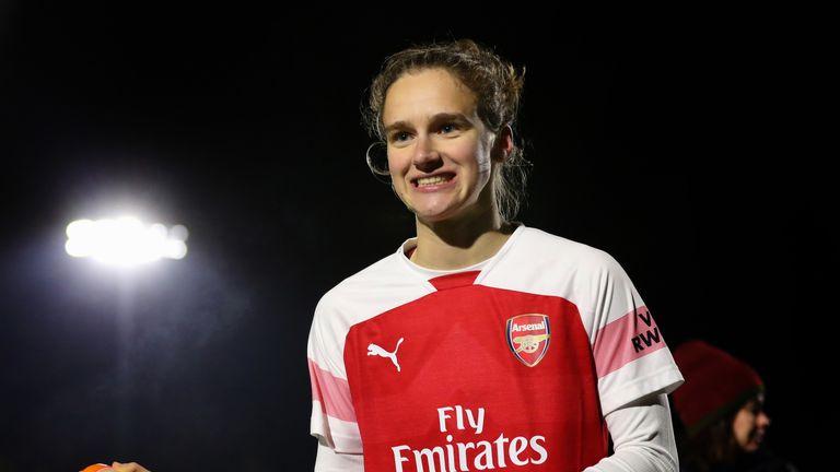 Vivianne Miedema set a new WSL scoring record as Arsenal beat Reading