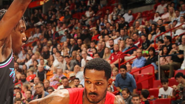 Trevor Ariza drive at the Miami Heat defense