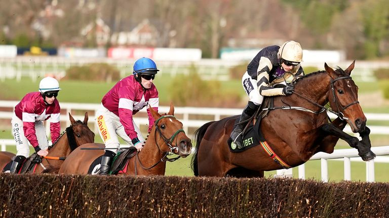 Road To Respect (blue cap) chases home Bellshill last time
